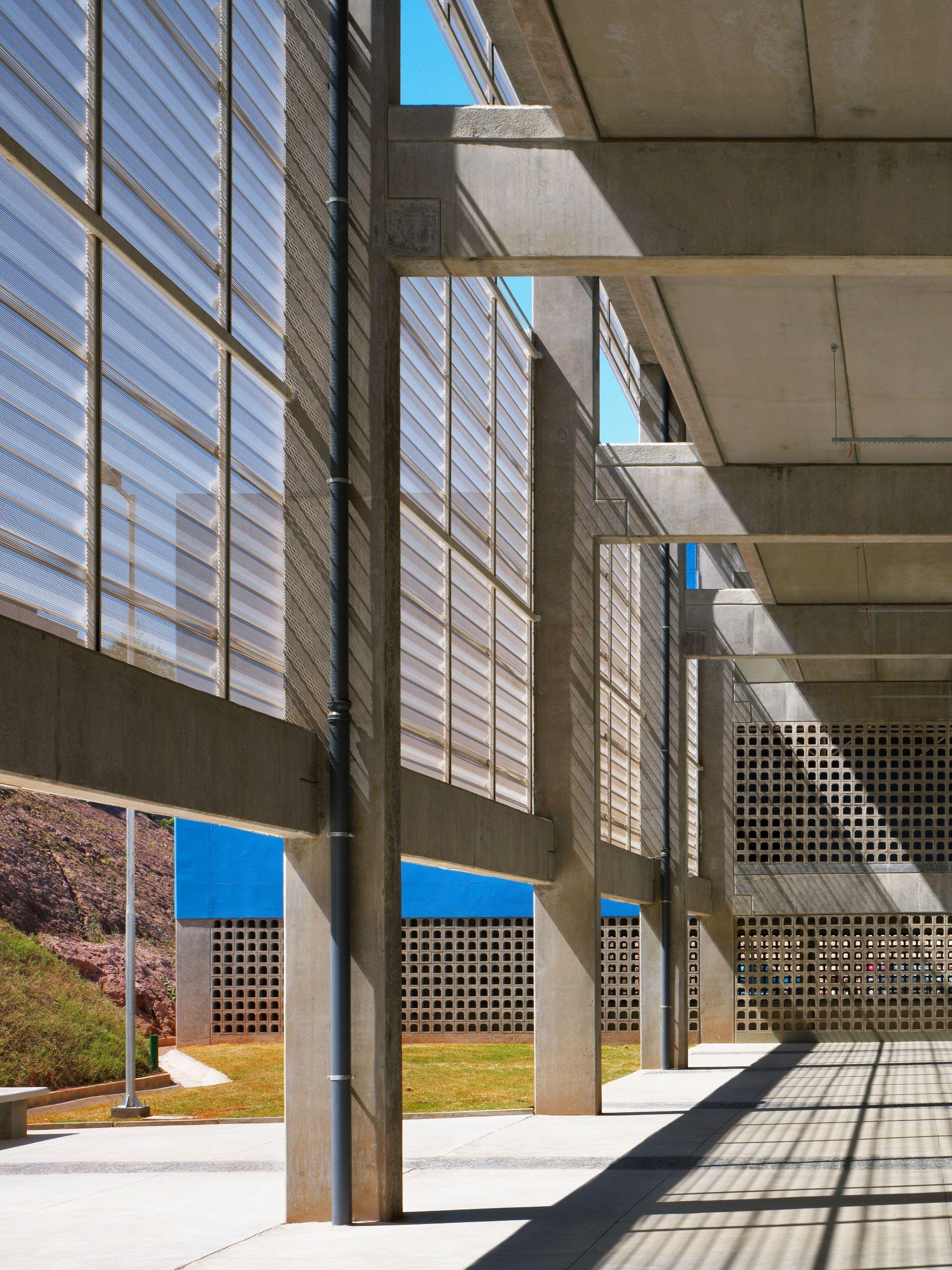 Escola Várzea Paulista – 9 Prêmio Jovens Arquitetos  #0975C2 2030x2706 Banheiro Acessível Dimensões