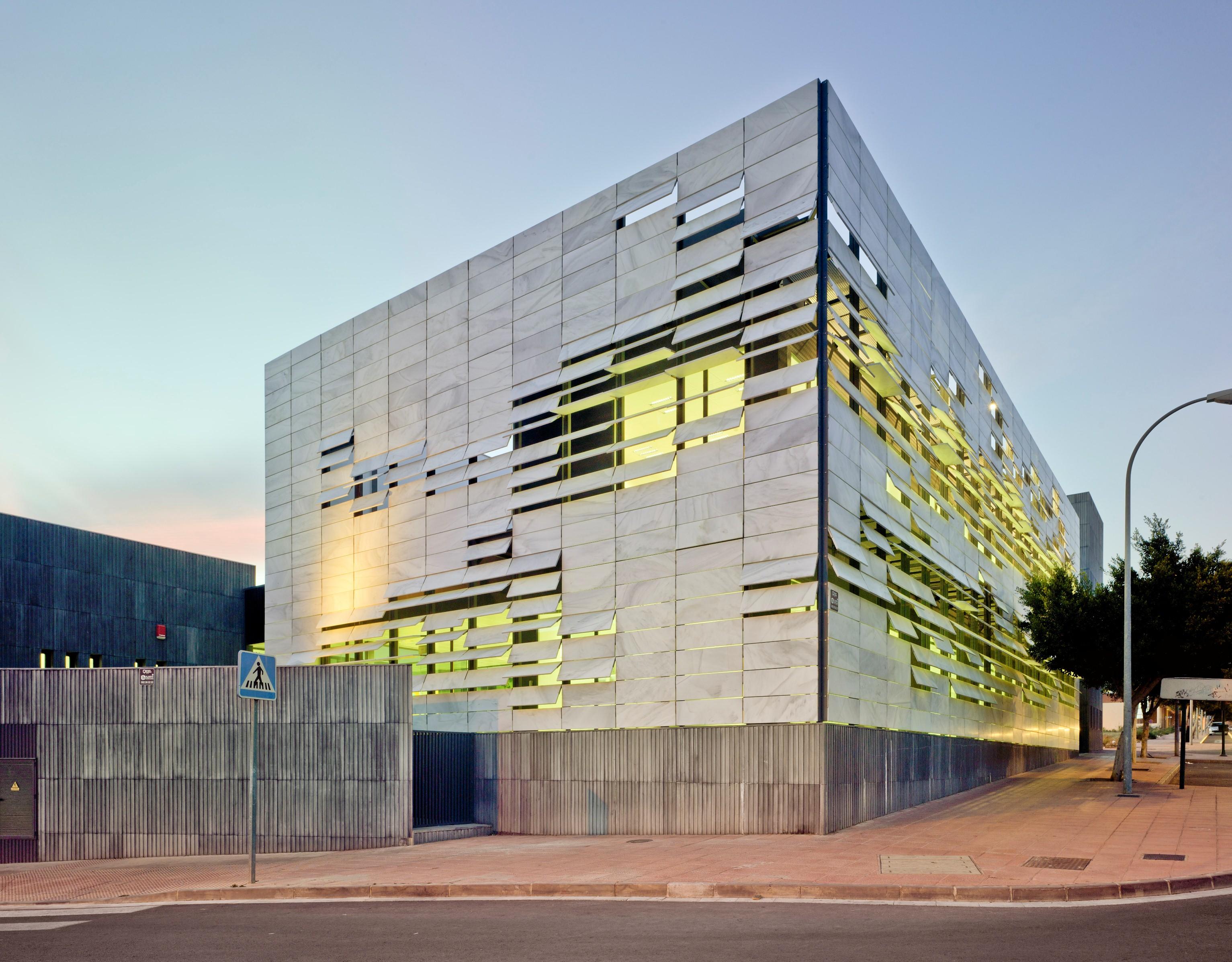 Centro de sa de almeria espanha for Plataforma arquitectura